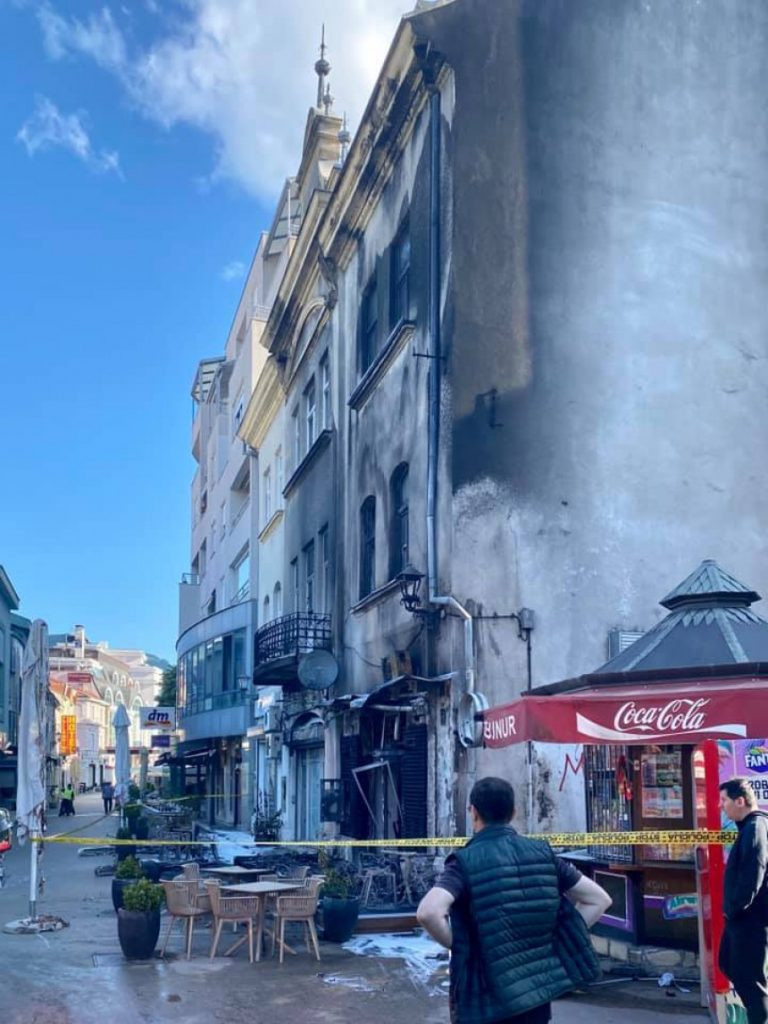 Leutar.net Potpuno izgorio kafić u centru Mostara