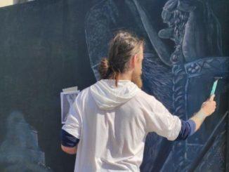 Leutar.net Musliman oslikao mural mitropolita Amfilohija u Baru