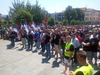 Leutar.net Protest nezadovoljnih veterana u RS: Traže prava ispred Palate predsjednika
