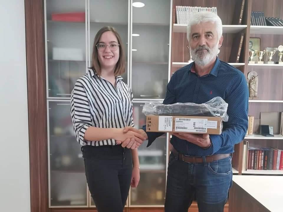 Leutar.net Načelnik Bileće Veselin Vujović darovao najbolje đake