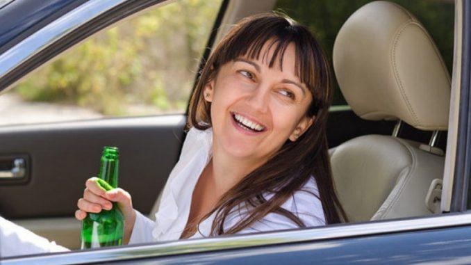 Leutar.net Pretjerala u piću! Žena (53) naduvala 3.77 promila, umalo se zabila u policijsku patrolu