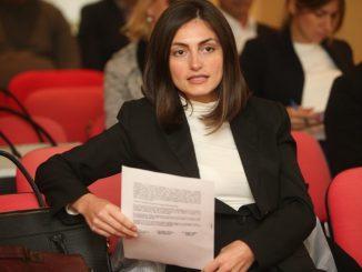 Leutar.net Jovana Kisin, advokatica iz Banjaluke: Ismijavam političke poteze, a evo i zašto