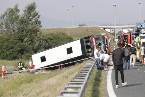 """Leutar.net Kod Sl. Broda sa autoputa sletio autobus, 10 mrtvih, 30-ak ozlijeđenih: """"Mnogo je životno ugroženih"""""""