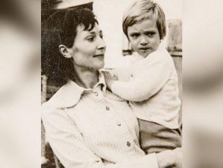 Leutar.net Vučić čestitao rođendan majci Angelini: Izvini što nemam vremena za tebe