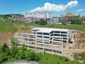 Leutar.net Dok je Srbija gradila kovid bolnice, Vlada Srpske je zidala garažu