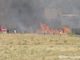 Leutar.net Požari bukte u GACKU, TREBINJU, PRIŠAO KUĆAMA KOD BILEĆE! Helikopterski servis Srpske gasi vatru u Jablanici!!!
