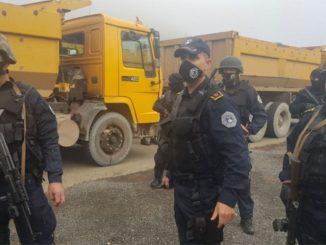 Leutar.net Počelo oduzimanje tablica, Srbi blokirali Jarinje