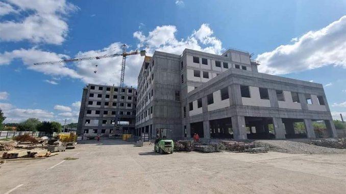 Leutar.net Pečeni Mali bik i Veliki Baja Knindža u Doboju povodom završetka prve faze prvih radova na bolnici