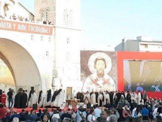 Leutar.net Krivokapić u hramu u Podgorici, Đukanović sa demonstrantima na Cetinju