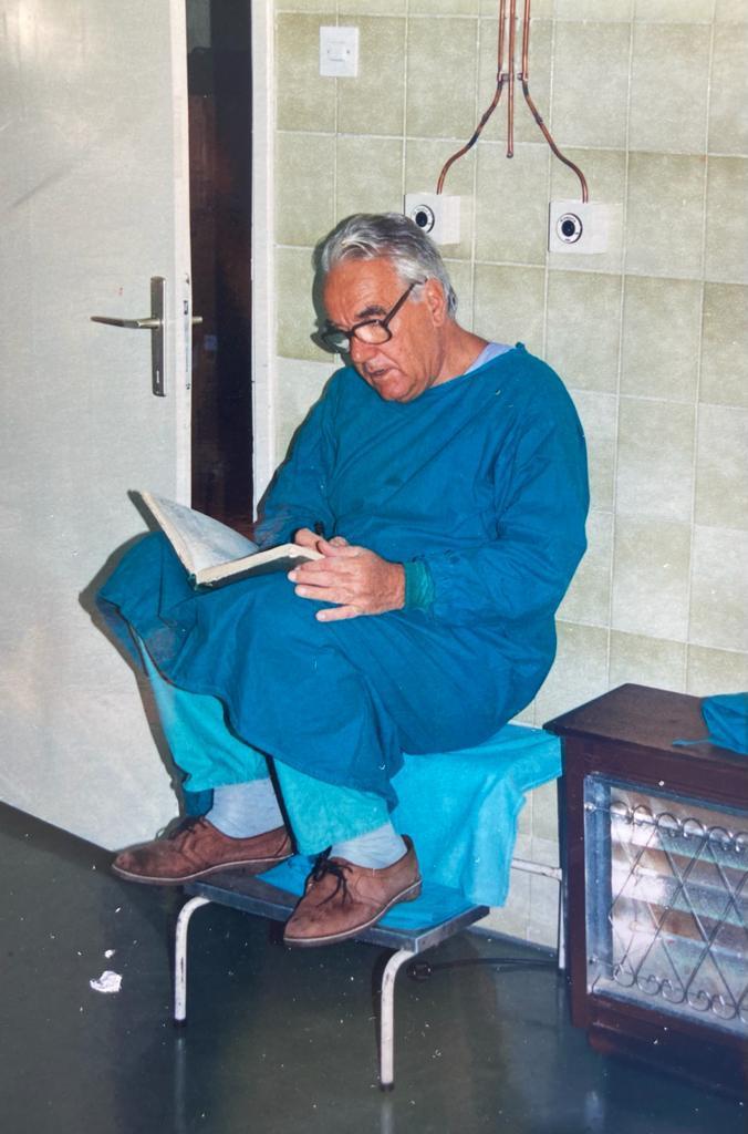 Leutar.net Životna priča nevesinjskog ratnog hirurga: Dr Musić za samo par godina operisao 1.700 ljudi, bez ijednog fatalnog ishoda